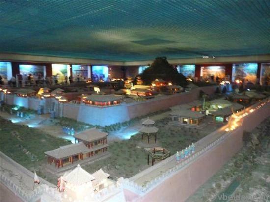 Инсталяция подземного дворца