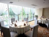Ресторан - столики у окна